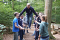 It is easier to dare to do something in a team. The 17 new students of the Friedhelm Loh Group learned this, as well as about further success factors in the office or at school during teambuilding exercises at the Wetzlar climbing park.
